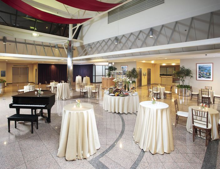 Atrium Cocktail Hour for Cityview Ballroom and the Grand Piano is included!