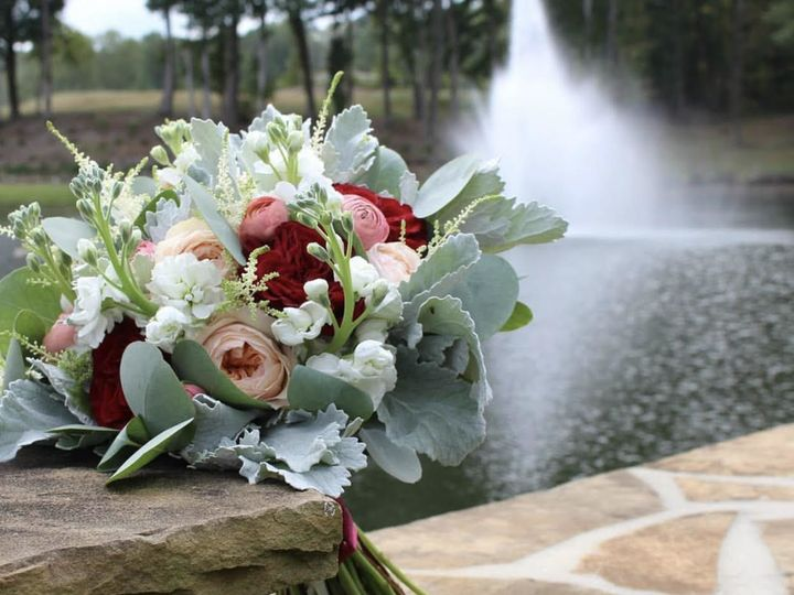 Tmx 1515439388 12441d5d3ea6ad4a 1515439386 5fbb07b8e2750b56 1515439391589 13 Unnamed 2 Marietta wedding florist