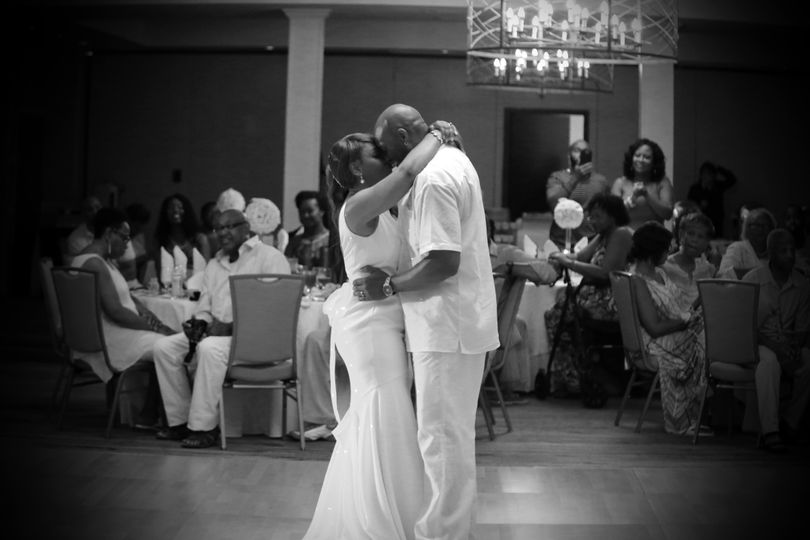 Dancing couple | Caught Your Moment Photography
