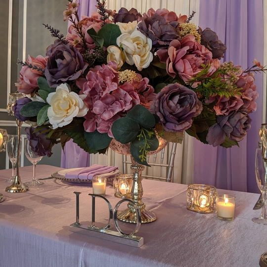 Sweetheart table scape