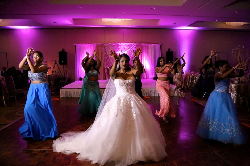 Bride and bridesmaids dance | BlueMorphVideo
