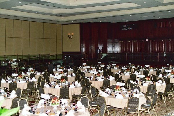 If your wedding is a huge Ceremony with lots of guests, we are the best answer for your centerpiece...