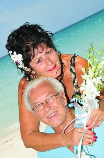 Brenda & Richard Punchak, Owners of Cruise Time, and HoneymoonAndDestinationWeddings.com