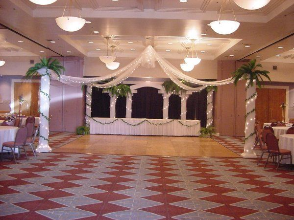 The collonade backdrop for this head table can double as a ceremony set