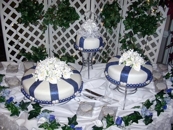Cakes to match wedding color theme