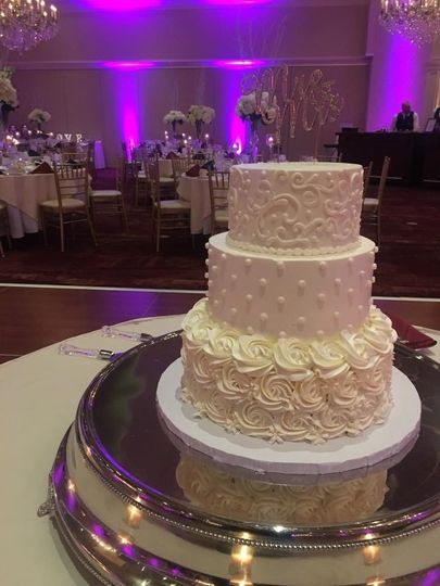 Textured dotted white cake