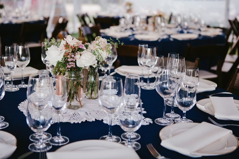 Table setting with flowers centerpiece