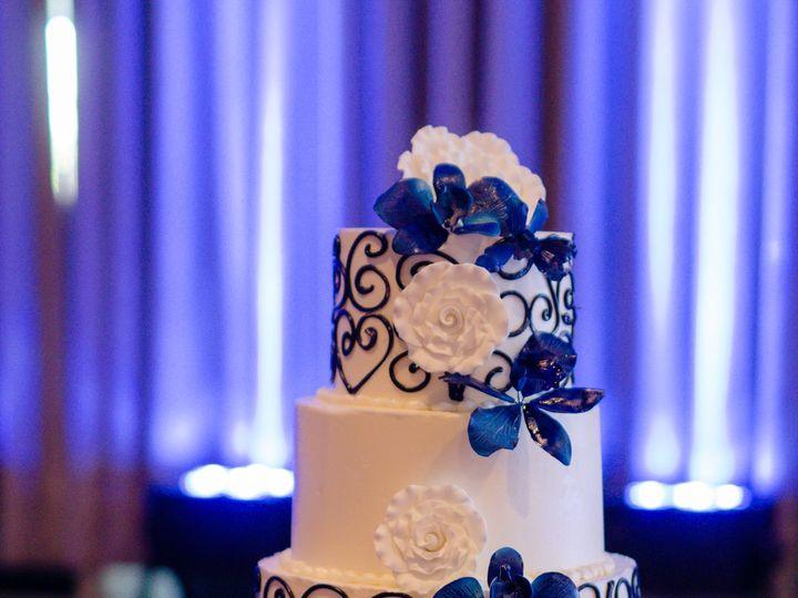 Tmx 1527212718 2f4a79677f4c41f0 1527212716 11ebc70c36e2ce89 1527212711518 2 BMS 0972 Tampa, FL wedding cake