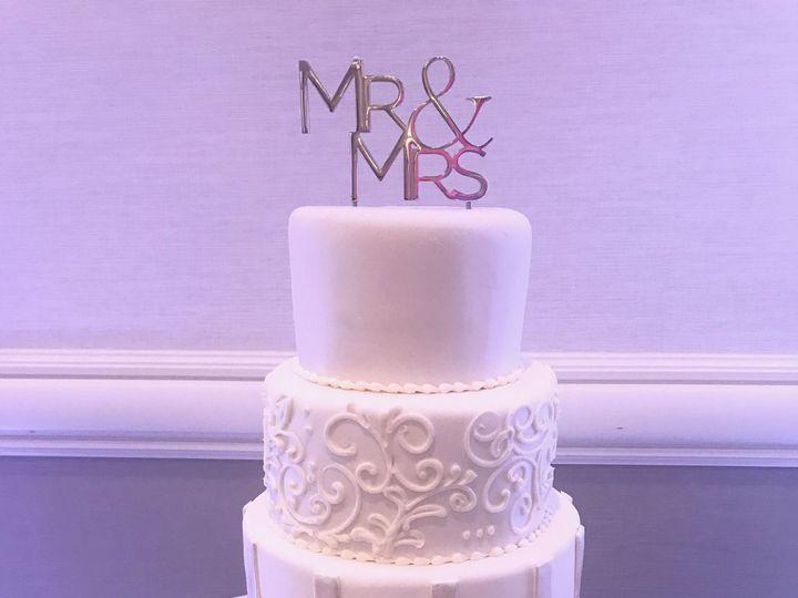 Tmx 1527212728 7f6fbf28e1b99efe 1527212725 Eb6660c2f03f6089 1527212711528 13 Whiteweddingcake Tampa, FL wedding cake