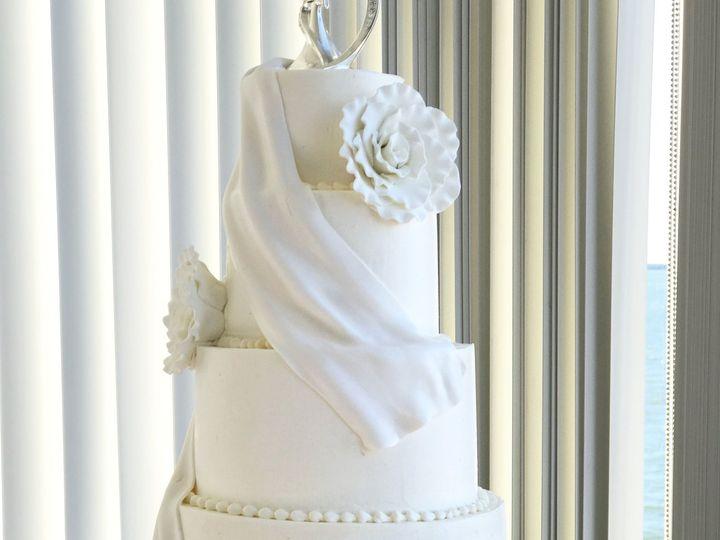 Tmx 1527214294 0650aeec9ba5f81c 1527214292 A9b5ffab245b4e32 1527214295963 24 Whiteroseweddingc Tampa, FL wedding cake