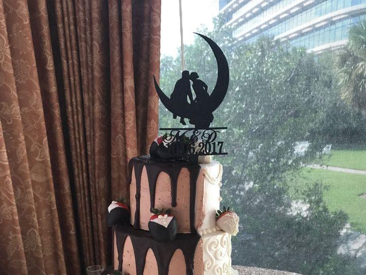 Tmx 1527215653 Cb58530ceea64e9a 1527215650 Cd56d960a8462c8d 1527215656317 27 Halfandhalfweddin Tampa, FL wedding cake