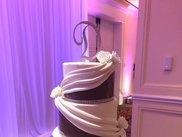 Tmx Burgundyweddingcake 51 166546 1556764652 Tampa, FL wedding cake