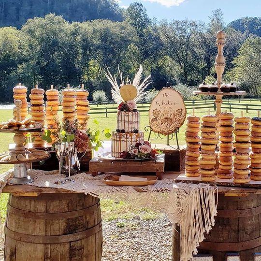callie wedding cake 2 51 942646 v1