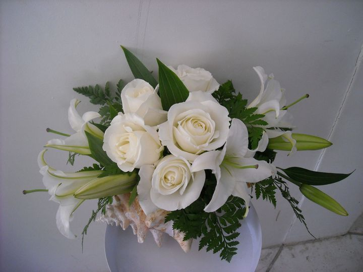 conchells arrangement with roses and orientals 250