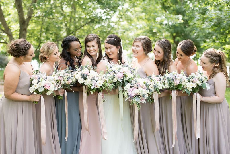 bridesmaids laughing 51 573746