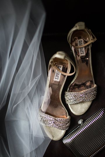 Shoes in gold