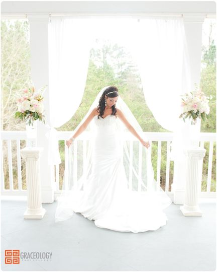 white columns country club wedding graceology photography0092