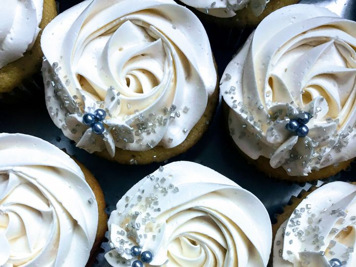 Tmx 1527859559 860b517340bf1afa 1527859557 93a08b0b79181264 1527859555298 2 Whitecupcakes Shelburne, VT wedding cake