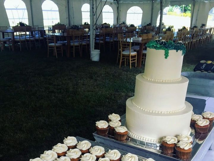 Tmx 1536953667 A3fa855e3a8bf02e 1536953666 B23efa102794a622 1536953661108 6 IMG 1485 Shelburne, VT wedding cake