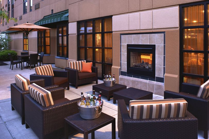 Outdoor Patio/Fireplace