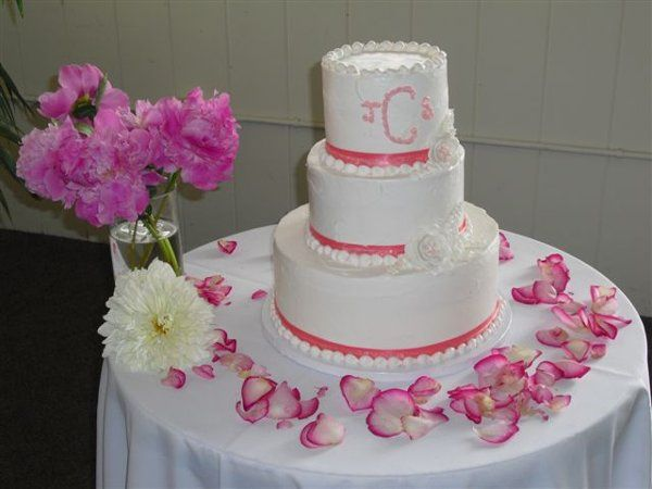 An example of our delicious and beaustful wedding cakes. We can design and cake or any...