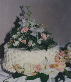 Tmx 1306087689052 WeddingCake1tier007 West Hills wedding cake