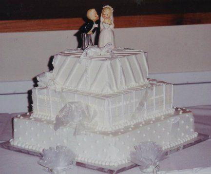 Tmx 1306087699459 WeddingCake3tiersquare002 West Hills wedding cake