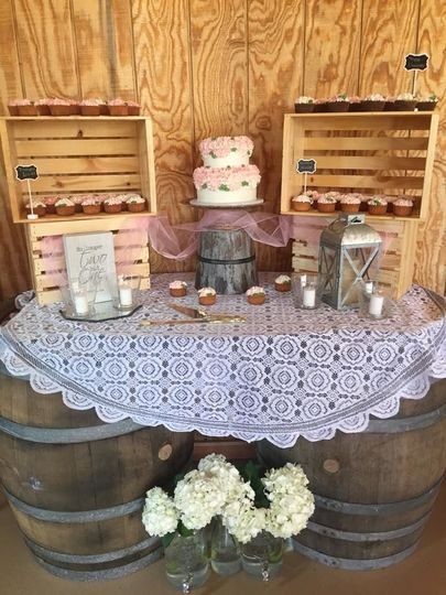 Cake table using barrels