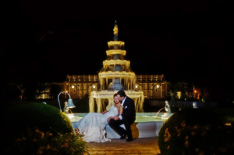 Newlyweds by the fountain