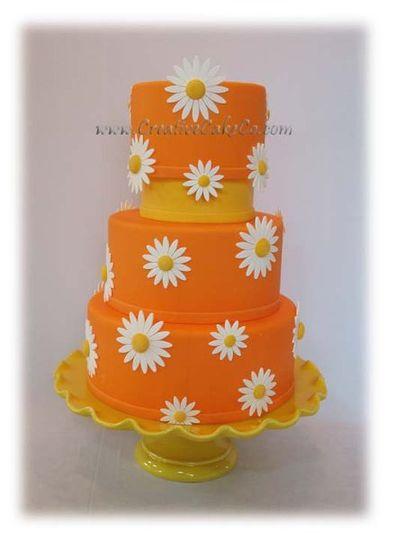 Orange fondant with white and yellow daisies