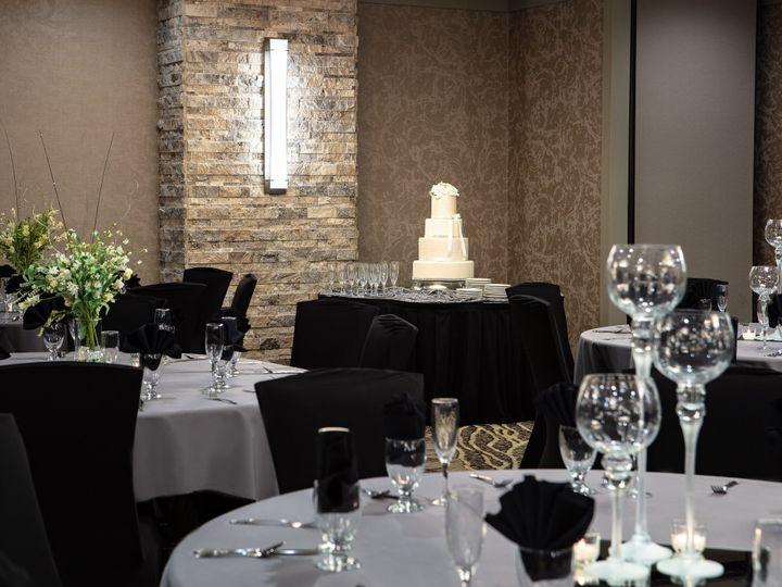 Tmx Dsmdu Holidayinn Urbandale Weddingcake 51 138056 161711893573583 Urbandale, IA wedding venue