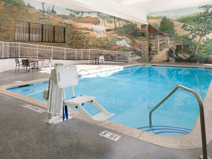 Tmx Our Big Indoor Pool Is A Splash 51 138056 161711934489098 Urbandale, IA wedding venue