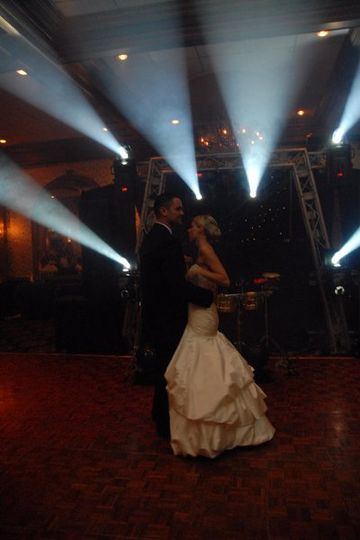 Imagine you dancing your first dance with dramatic effects like these!