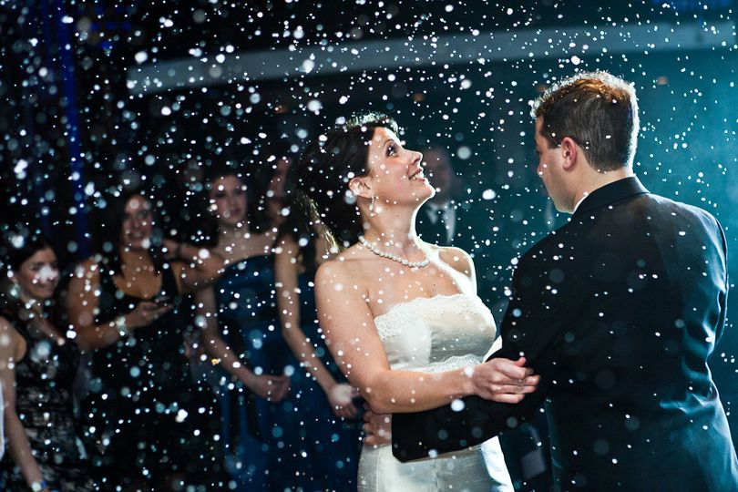 Snow machine for your first dance!