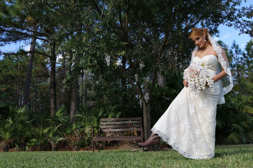 Country style lace wedding dress.