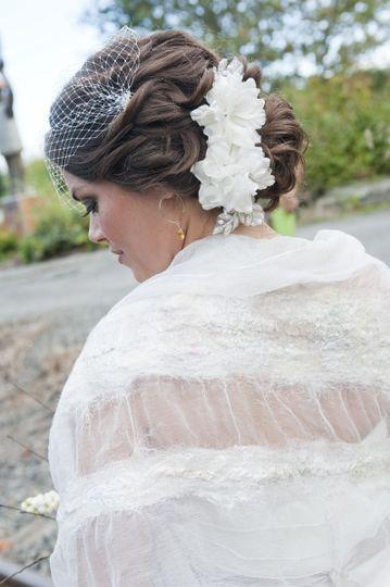 White roses hair design