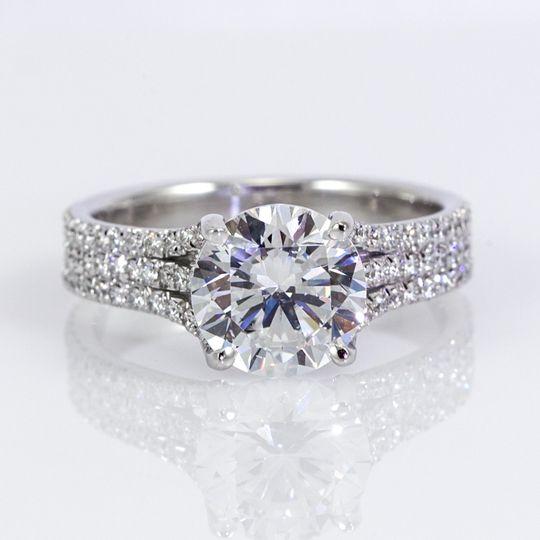 18K white gold diamond tri