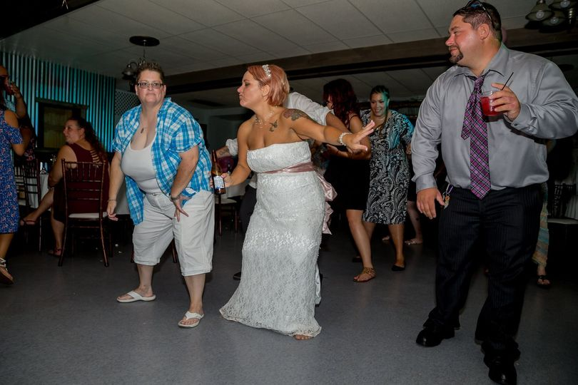 Bride & family partying hard!
