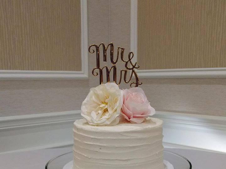 Tmx 42523246 307230843389473 2581646842387234816 O 51 1010356 158403165881217 Hartford, WI wedding cake