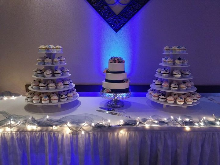 Tmx 49317246 357291815050042 1482895887679094784 O 51 1010356 158403165813488 Hartford, WI wedding cake