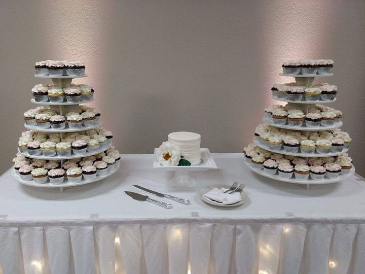 Tmx 50568767 367062714072952 17359630745206784 N 51 1010356 158403165842305 Hartford, WI wedding cake