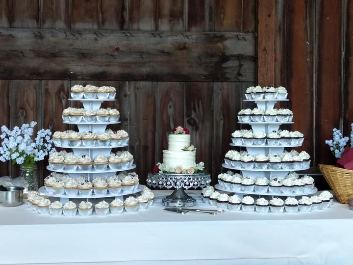 Tmx 62521876 440642043381685 9130454211861938176 N 51 1010356 158403165912919 Hartford, WI wedding cake