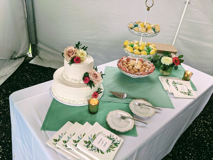Cake and cookie display
