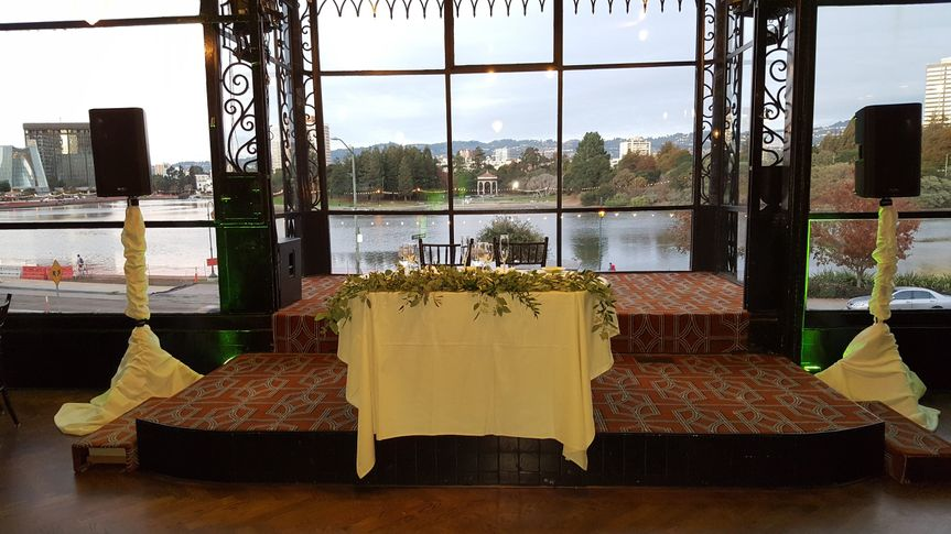 Sweetheart table w view