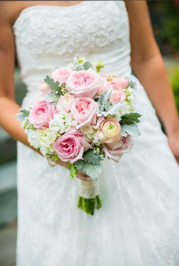 Open blush garden roses and hydrangea for a romantic feel