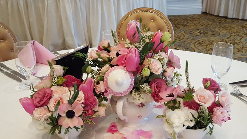 Table setting floral decor