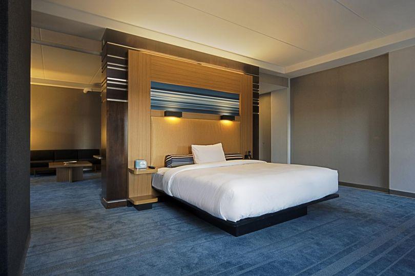 aloftclt king suite
