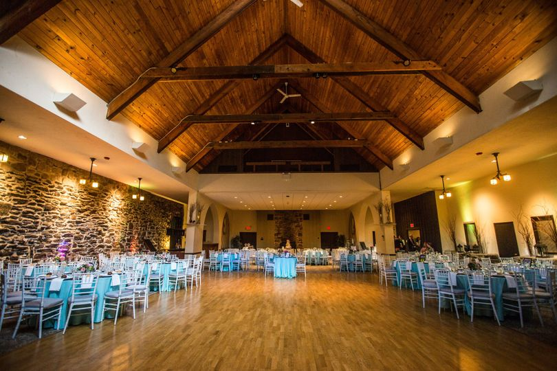 The wooden reception | Fuller Photography