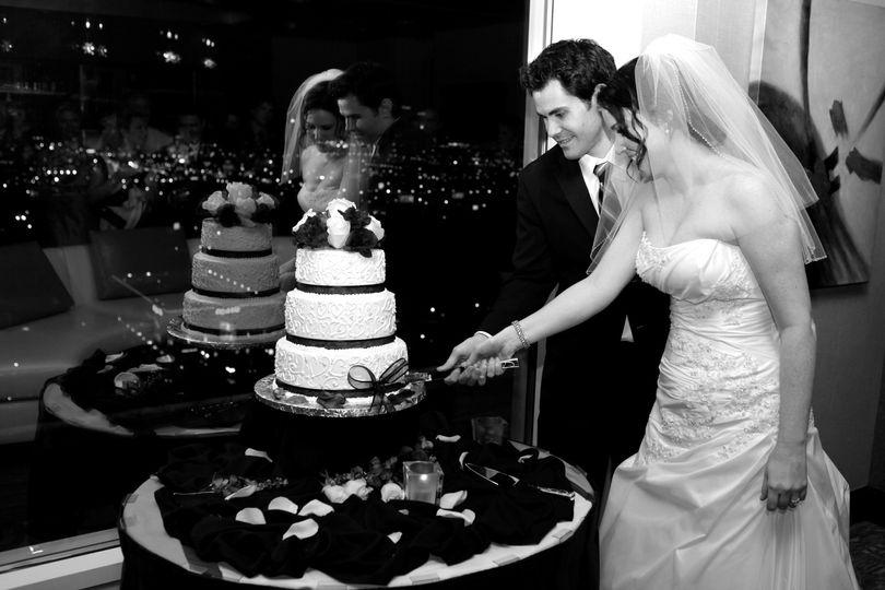 round wedding cake b w 51 597456 1560197013