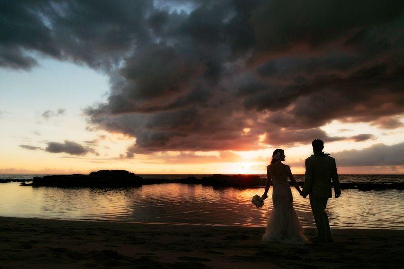 lanikuhonua hawaii wedding sunset